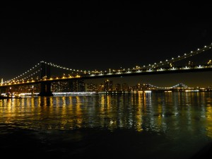 Brookly-Bridge-Manhatten-Bridge-bei-Nacht